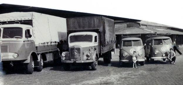 Wim-Batist-Met-die-kleine-Mercedes--2-man-er-op-iedere-dag-zonder-hanger-naar-Bremen-Kees-Brossard-en-Gerrie-solleveld--Gerrit-Boers-archief-