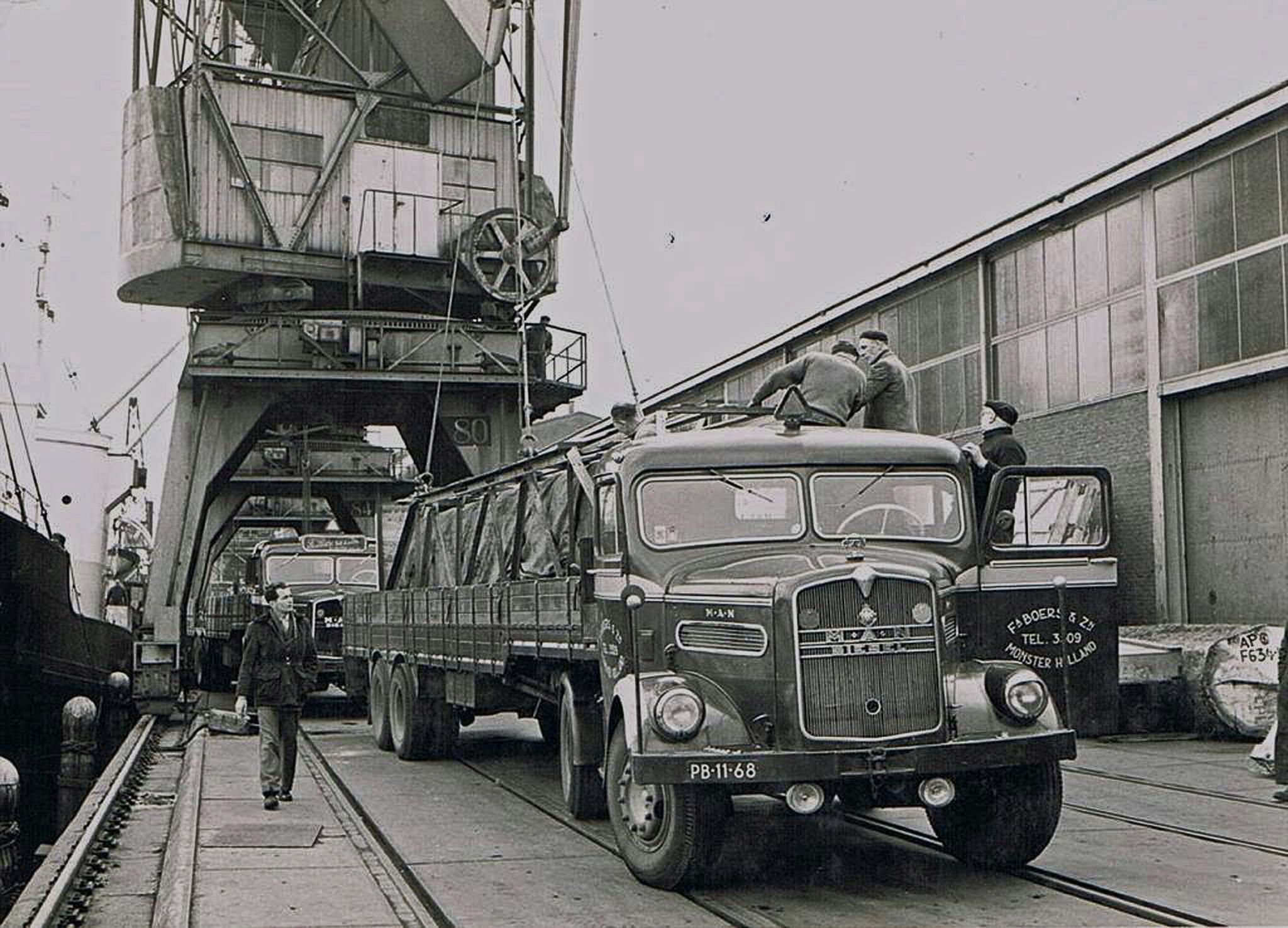 machine-laden-voor-Italie-in-de-haven-van-Amsterdam-1958--Gerrit-archief