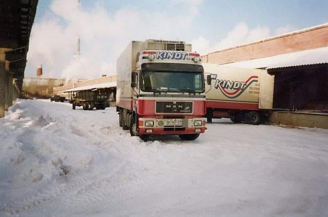 ik-was-alleen-eerste-reis-nog-op-wit-nummer-lossen-nizni-novgorod-rusland--en-toen-nog-500-km-verder-weer-laden-auto-staat-hier-op-1m-vast-gereden-sneeuw--Henk-Kindt-
