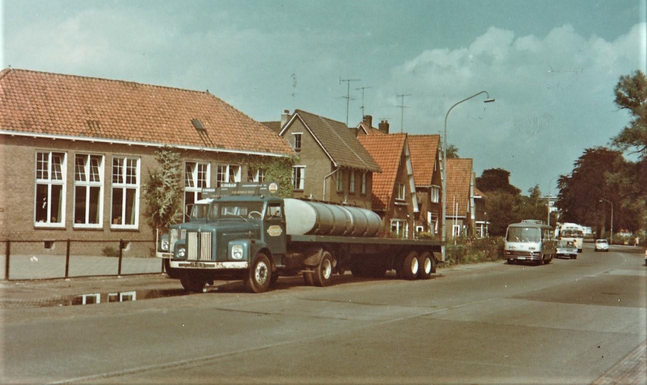 Scania-voor-2-doelen-betonelementen--Kinsan-en-melk--Coberco-transporte---Rudi-Zemann-foto--2