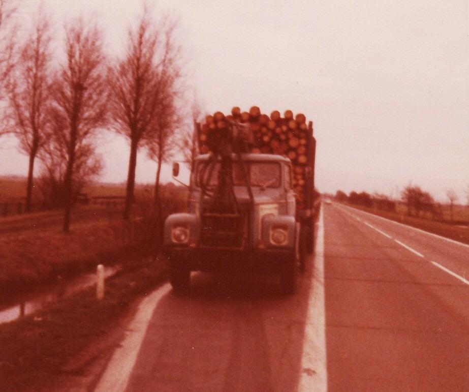 0-5-SCANIA-80-Super-met-Hiab-kraan--Tussen-Heerenveen-en-afsluitdijk-nu-de-A7-