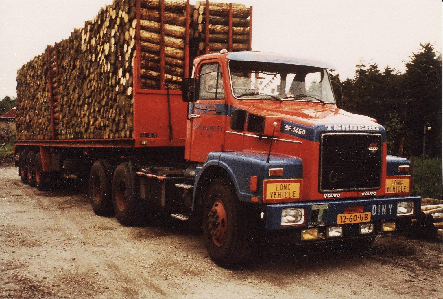 0-14--Terberg-SF-1450-Geladen-met-meterhout-1