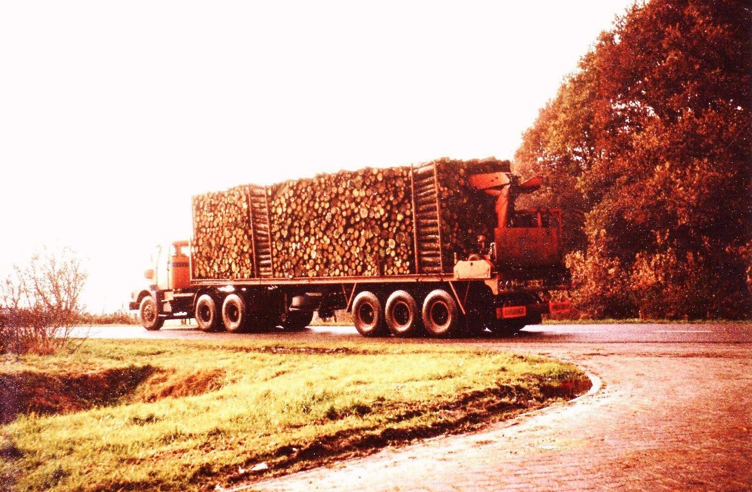 0-14--Terberg-SF-1450-Geladen-met-meterhout-3