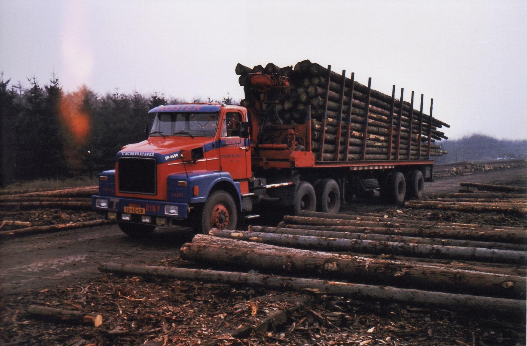 0-14--Terberg-SF-1450-Geladen-met-meterhout-4