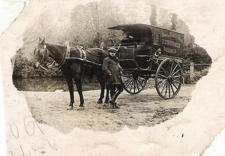 Petrus-Jacobus-Strijthagen--Paard--Kobus-en-in-de-kar-Hay-Offermans--werkzaam-in-de-bakkerij