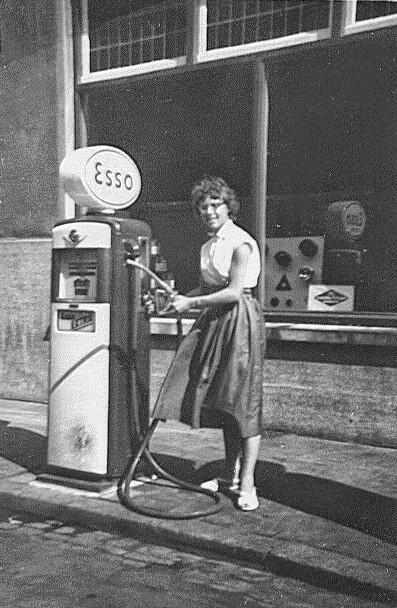 het-eerste-en-enigste-tankstation-in-het-dorp-Noorbeek-2