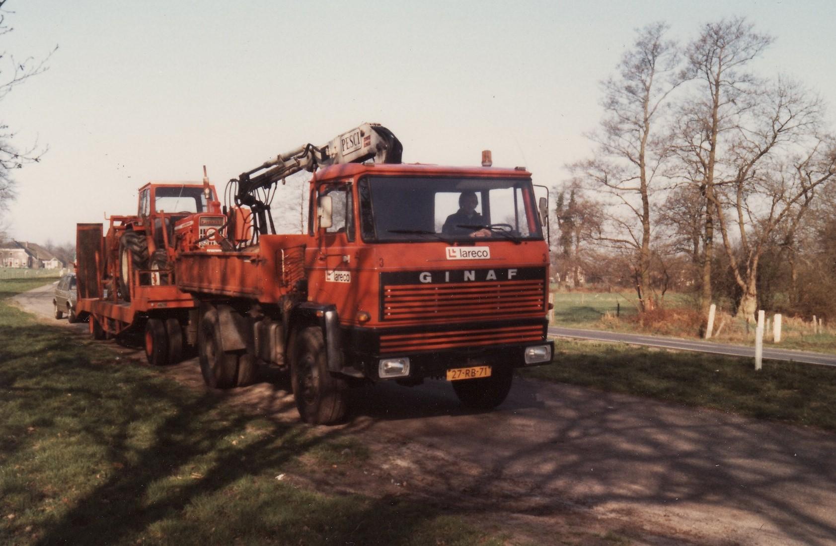 Lareco--GINAF-met-een-FORD-Ketting-sleuven-graver-op-de-dieplader-2