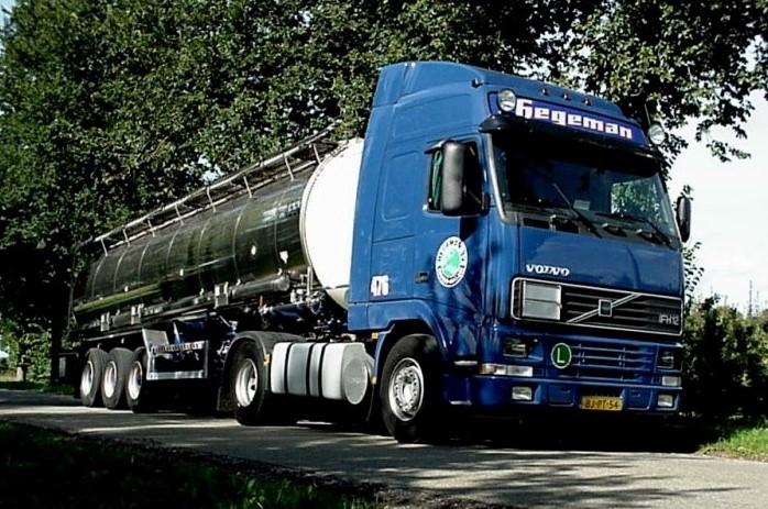 NR-476-Volvo-FH12-van-Jan-Huijnk-later-van-de-dikke-Mike-uit-Duisburg-3