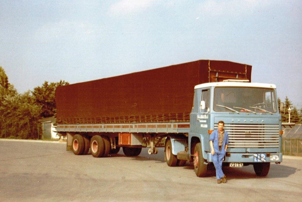 Scania-110-Super-met-een-moi-strak-zeil-van-Wakker-Maasluis-