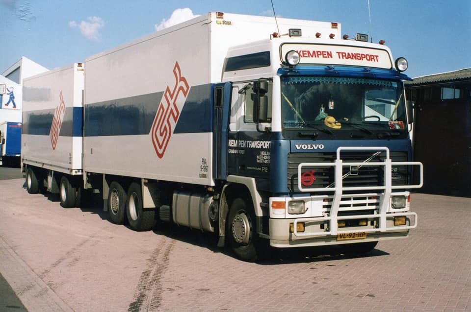 Volvo-F12-Glob--VL-92-HP-chauffeur-Grad--foto-Frank-Coumans-1