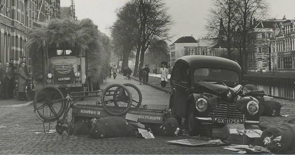1949---Haarlem-op-de-Leidsevaart-en-een-wagen-met-vlas-geladen
