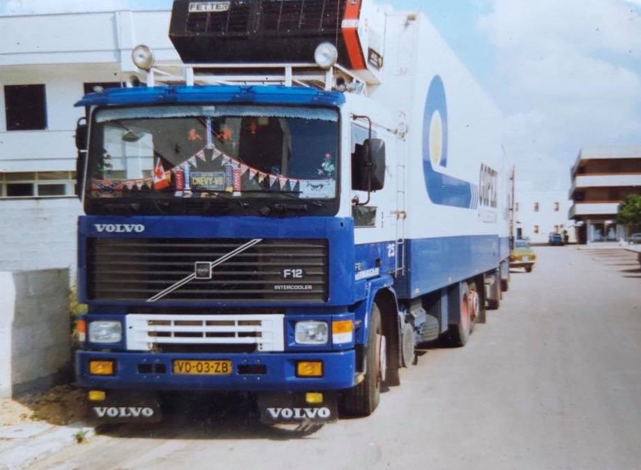 Volvo-F12-Ton-de-Vries-chauffeur-V-d-Kwaak-in-Copex-kleur-2