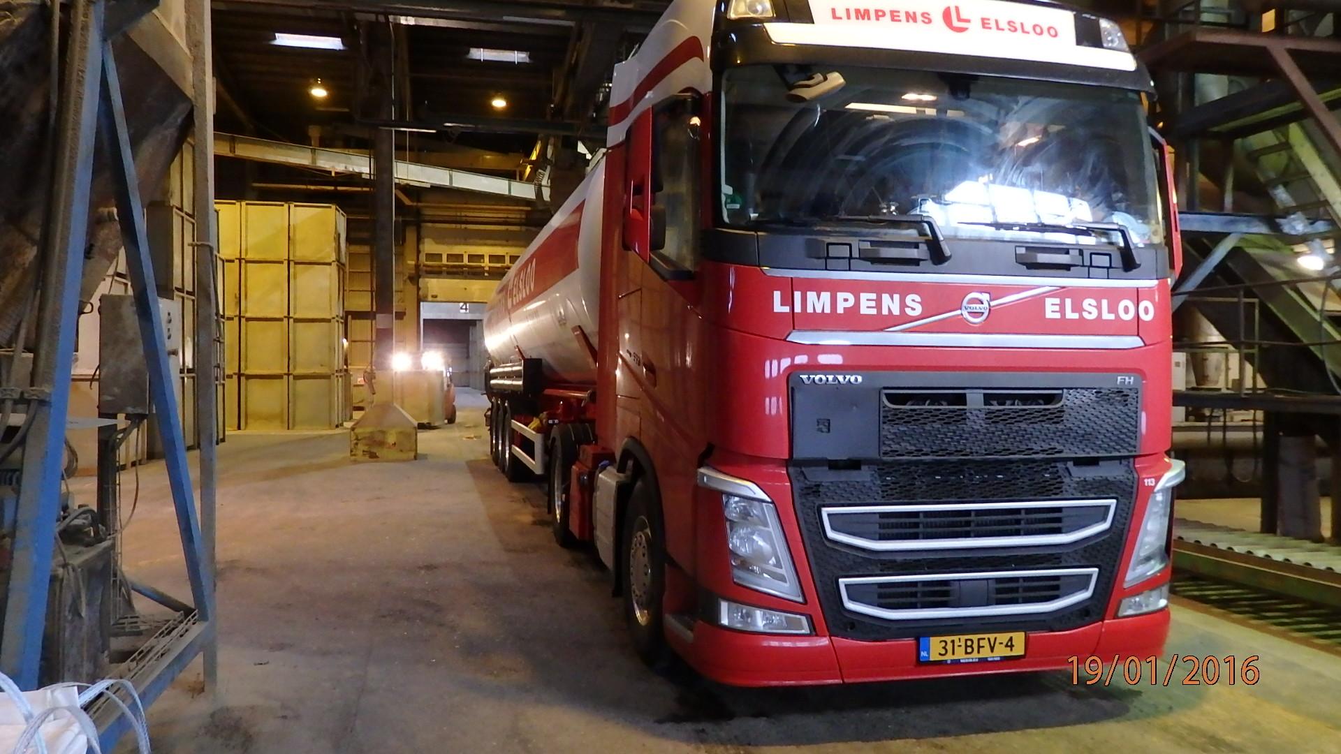 Harald-van-Loon---Hier-in-de-haven-van-Thyboron-DK--het-vrachtje-vismeel-geladen--24-3-2020-