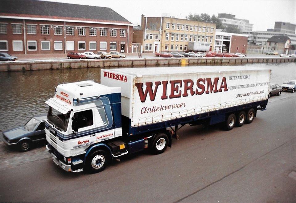 SCANIA-112M-van-Ron-Veenstra--met-een-huiftrailer-en-met-een-gesloten-trailer-in-Moskou--1