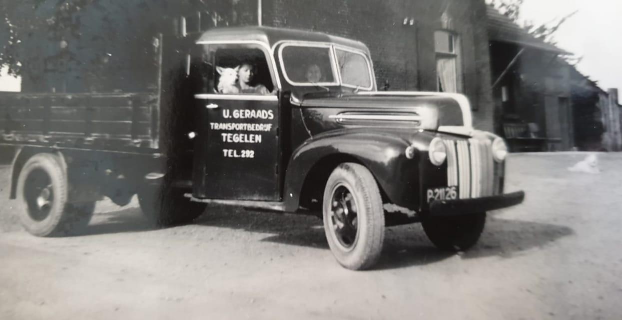 Een-van-de-eerste-zandwagens-van-Geraads-een-Ford-
