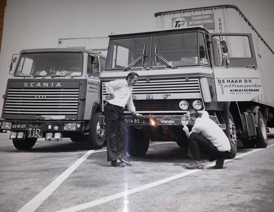 Neven-Cees-en-Jan-Groenendijk-in-1974-ergens-tussen-Nederland-en-zuid-Italie-of-Marokko-Gerben-Haan-archief-2