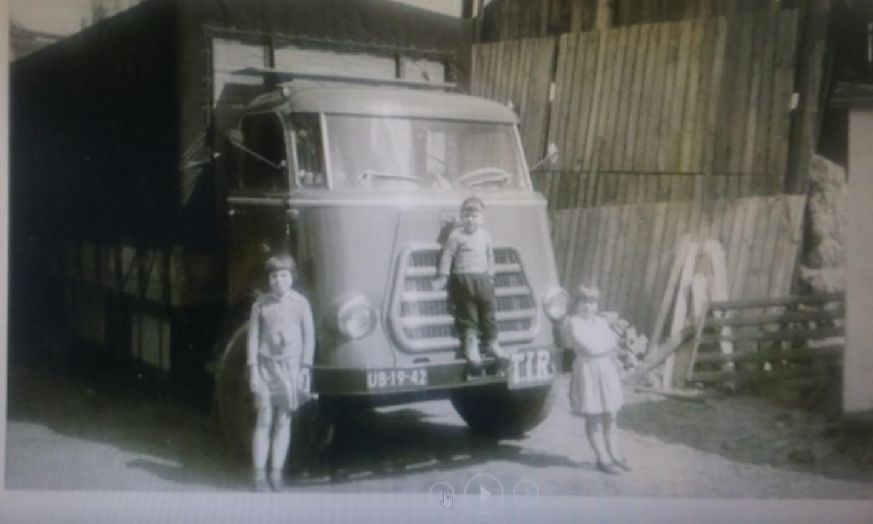 Henk-Kindt--Foto-van-vroeger-mijn-zussen-Sjaan-en-Lien-en-broer-Hans-Kindt-voor-de-UB-19-42