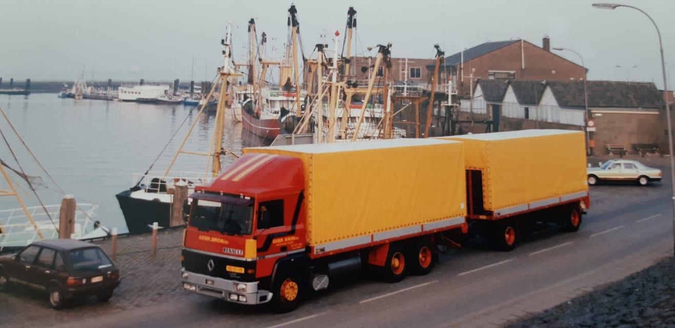 Hans-Bron-chauffeur-Toon-de-Jonge--bij-de-vissershaven-in-Breskens