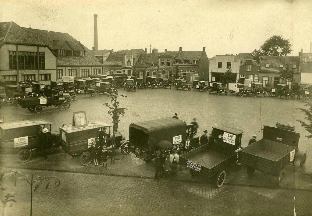 1924---Piusplein-Tilburg