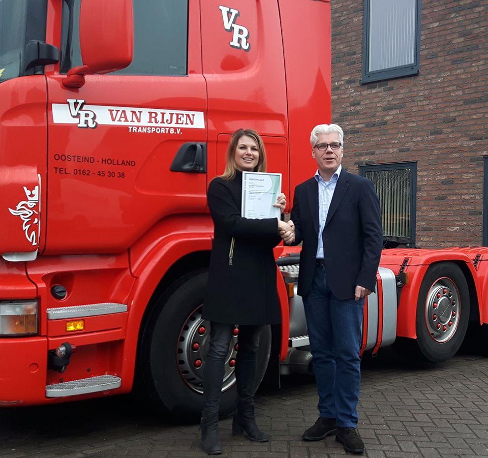 16-1-2017-Het-is-officieel--Vandaag-het-Certificaat-Keurmerk-Transport-en-Logistiek-Nederland-in-ontvangst-genomen