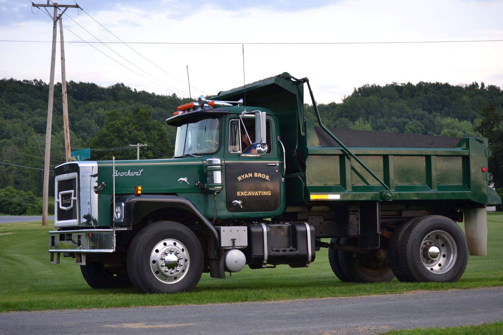 1975-Brockway-N761L--aangedreven-door-230-Cummins--13-speed-Road-Ranger-1