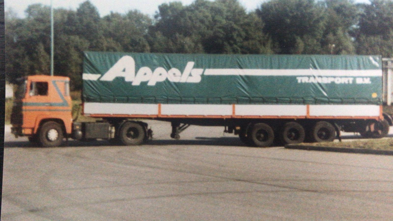 John-Wijnen-foto--Mijn-eerste-bij-otv-ossenblok-truck-verhuur--later-riwo-als-charter-voor-appels-rond-1986