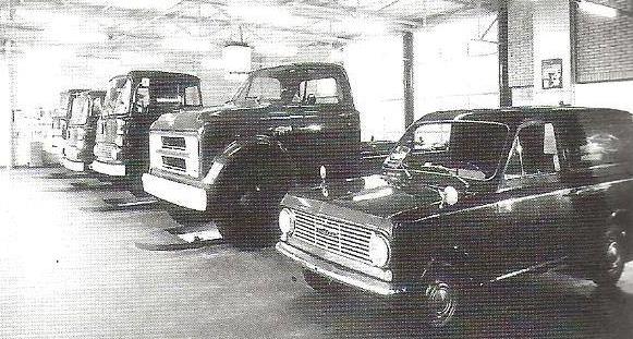 Deze-vrachtwagens-en-bestelwagens-zijn-ook-opgebouwd-door-Remmers-voor-ETAG-Tilburg-2