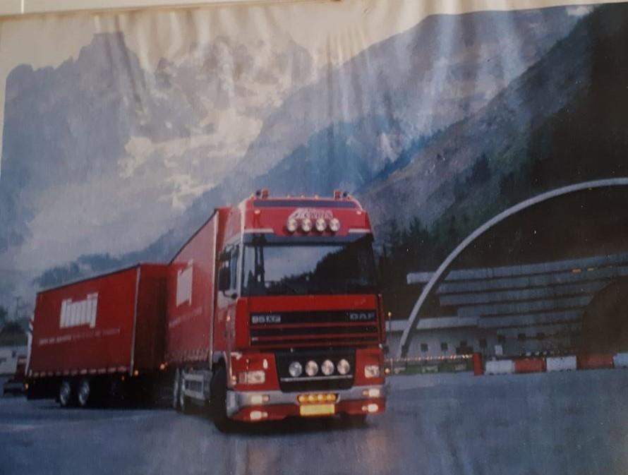 John-Caris-ook-nieuw-gekocht-1998-daf-xf-480--hier-by-de-mont-Blanc-tunnel-Italiaanse-kant-eerste-rit.--2
