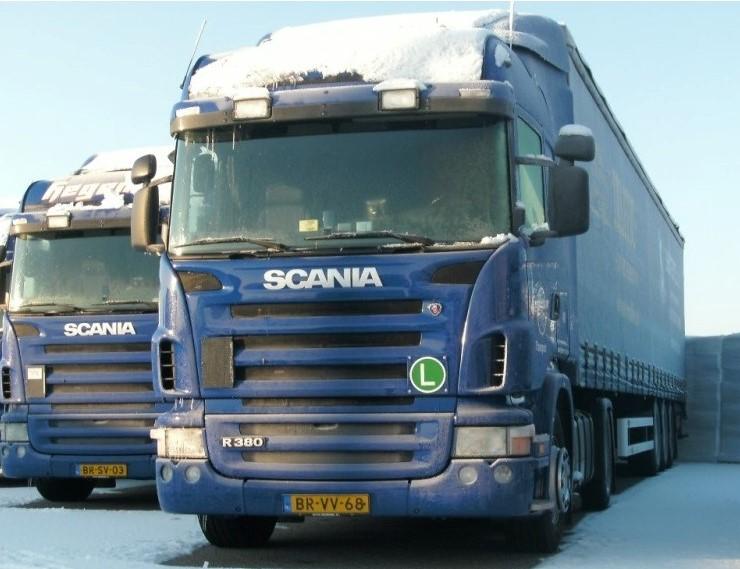 NR-492-Scania-R380-van-John-Aalders-later-een-chauffeur-kwam-uit-Apeldoorn-auto-heeft-ook-bijna-een-jaar-in-Italie-aan-de-ketting-gelegen-wegens-het-negeren-van-zondags-rijverbod-4