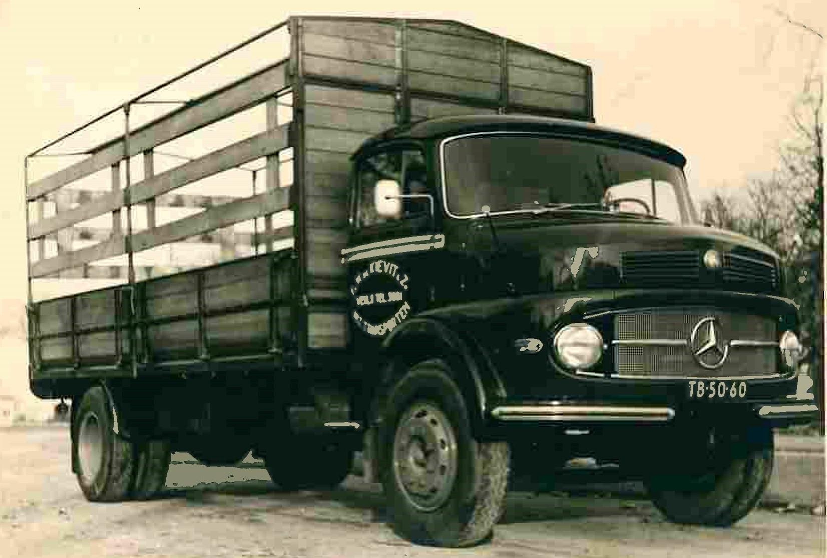 Mercedes---1960--Hiermee-werden-flessen-butagas-en-propaangas-mee-vervoerd-in-de-omgeving-Noord-Limburg--Rene-de-Kievit-foto
