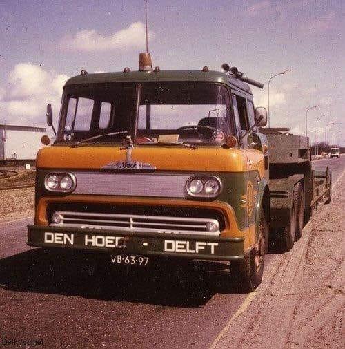 Raymond-Beekman-Mack-met-kantelcabine-van-Ford