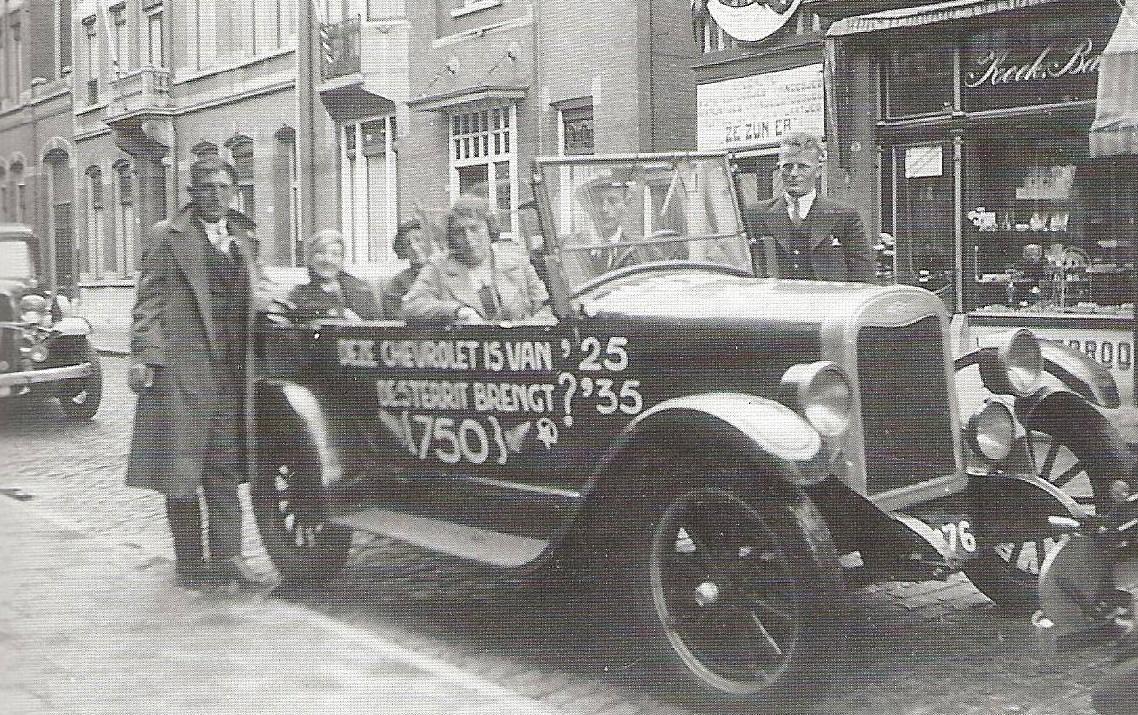 1036-Hein-de-Groot-rijdt-mee-met-een-Chevrolet-uit-1925-2