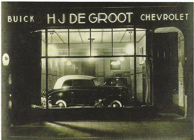 1936-1937-Speciaal-type-Buick-in-de-oude-showroon-aan-de-Stationstraat