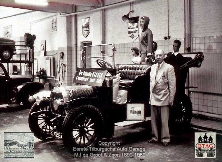 1950-Spyker-Hein-de-Groot-naast-de-Spyker-1906-2