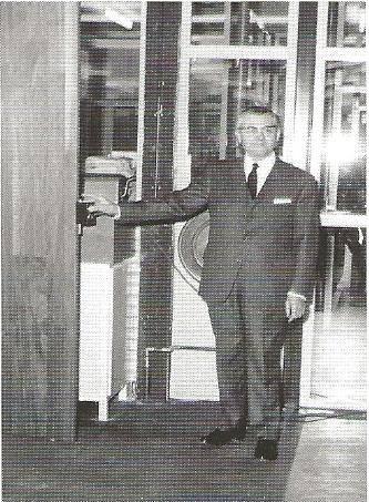 1967-De-garage-is-meerdere-dagen-opengesteld-voor-het-plubliek--Lage-Wtsiebaan-te-Tilburg