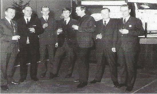1967-Monteurs-proosten-op-de-opining-van-de-nieuwe-garage-en-Showroom-aan-de-Lage-Witsiebaan-te-Tilburg
