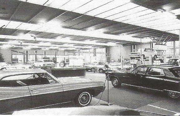 1967-Vauxhall-en-Bedford-bedrijfswagens-zijn-gedurende-de-opening-twe-bezichtigen