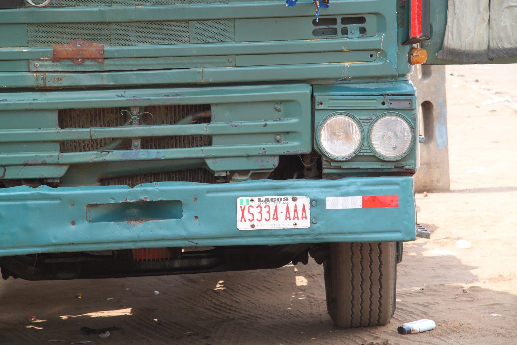 2010-Wachten-op-een-retour-vracht-in-de-haven-van-Cotonou--Trekker-uit-Lagos-Nigeria-chauffeur-stond-er-al-een-weekje-of-wat-3