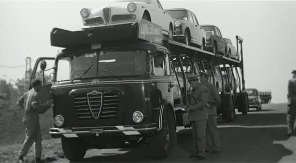 Alfa-Romeo--12