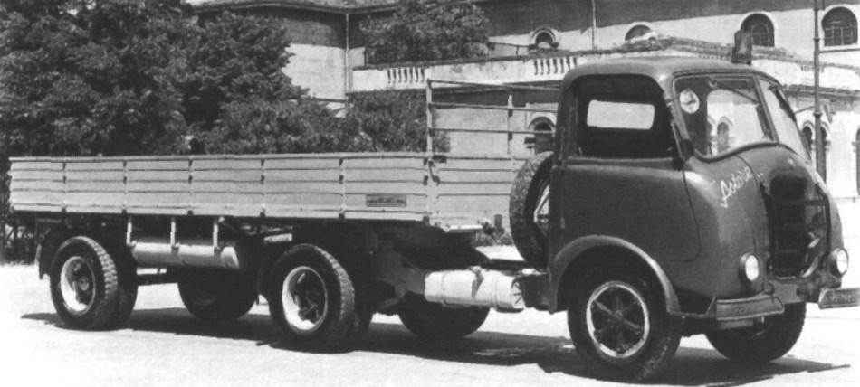 Alfa-Romeo--25