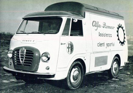 Alfa-Romeo--8