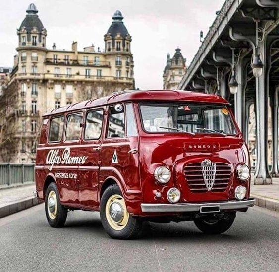 Alfa-Romeo--mini-coach-