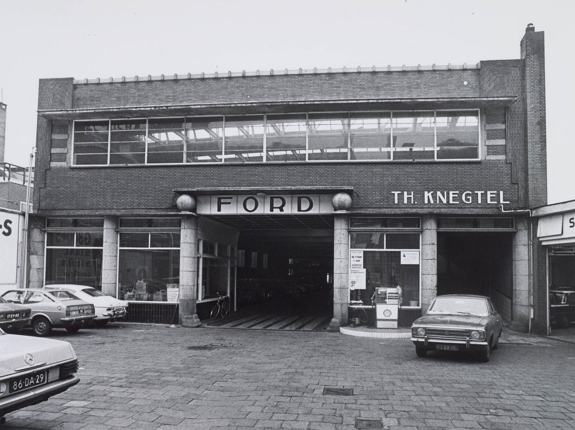 Garagewerkplaats-van-Knegtel--Werd-gebouwd-in-1933-en-geopend-op-vrijdag-4-januari-1934-