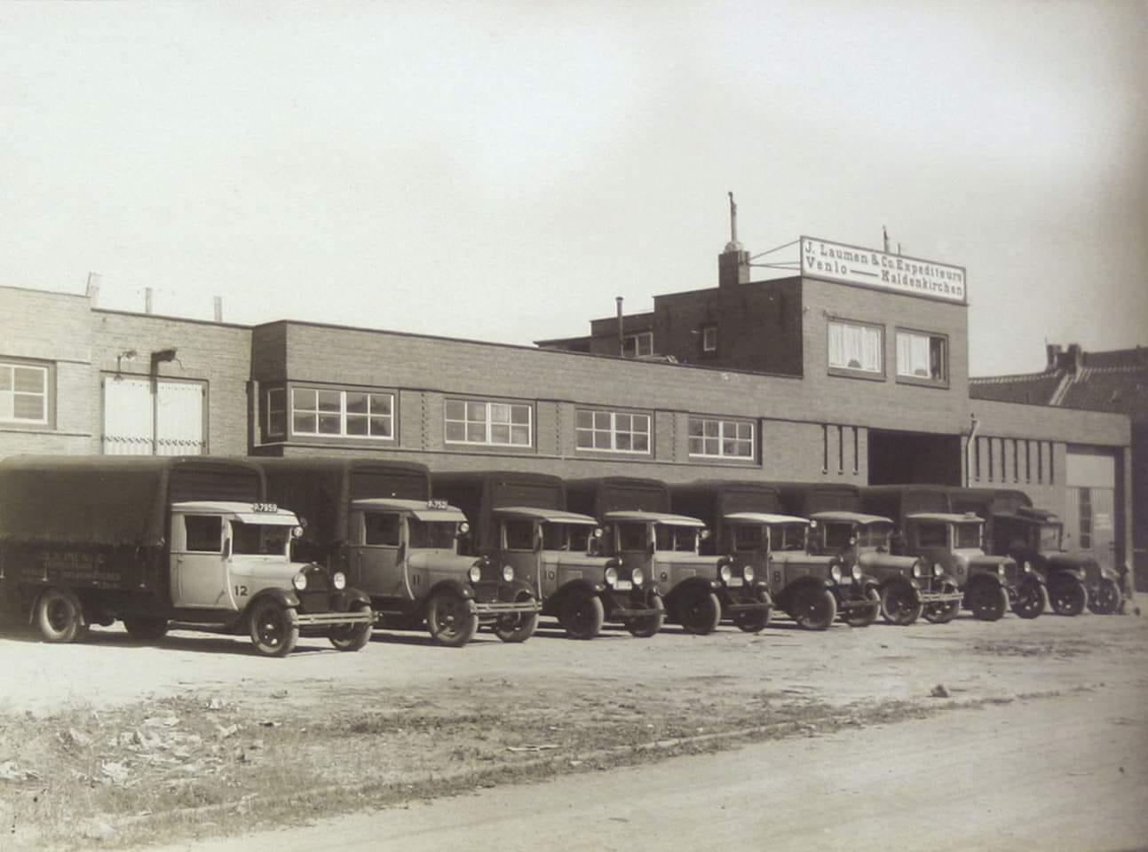 Laumen-Transport--Venlo-aan-de-Emmastraat-is-in-de-jaren-zeventig-overgenomen-door-Theo-Lehnen-en-verhuisd-naar-de-Kaldenkerkerweg-in-Tegelen--Rob-Van-Oijen-archief