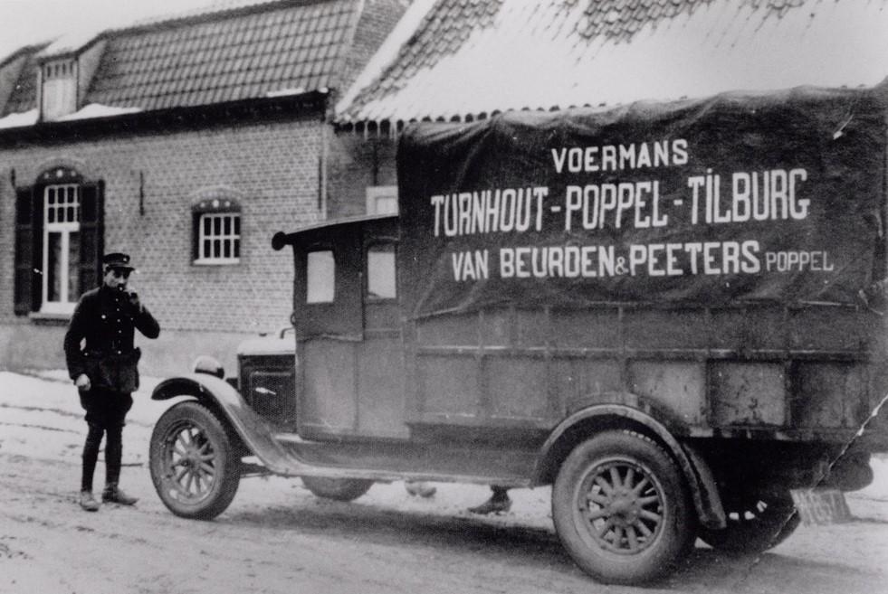 Voerman-van-Beurden--en-Peeters-reed-Turnhout-Poppel-Tilburg-v-v--Hij-had-het-kenteken-van-Noord-Brabant-N-8577