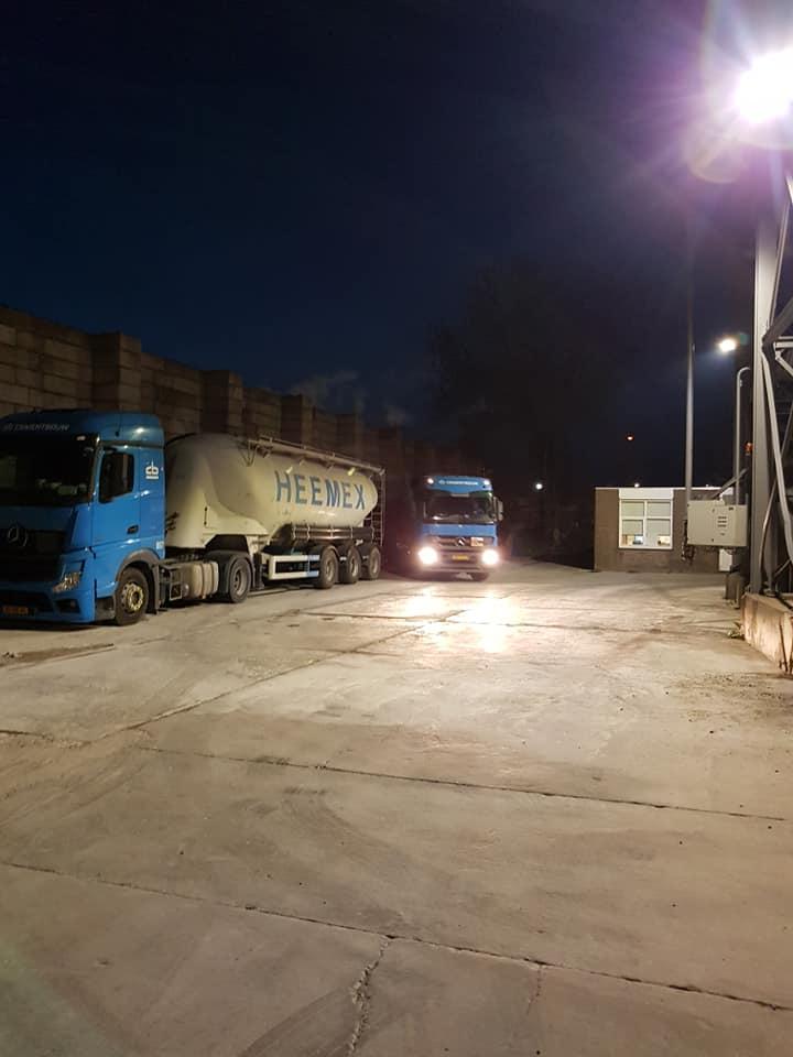 Jen-Doek--Oud-nieuw-nieuwer-Cementbouw-Heemex-Cementbouw--Leon-en-Jack---in-Maastricht-parkeerplaats-Mebin-6