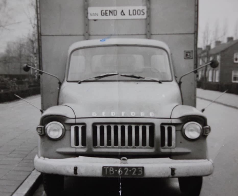 mien-vader-Sef-Sijbers-SpengRee-veur-Van-Gend-En-Loos-Roete-Roermond-Reuver--Bedford-nog-op-Benzine-foto-Bie-os-Thoes-veur-de-deur-Theo-foto--2
