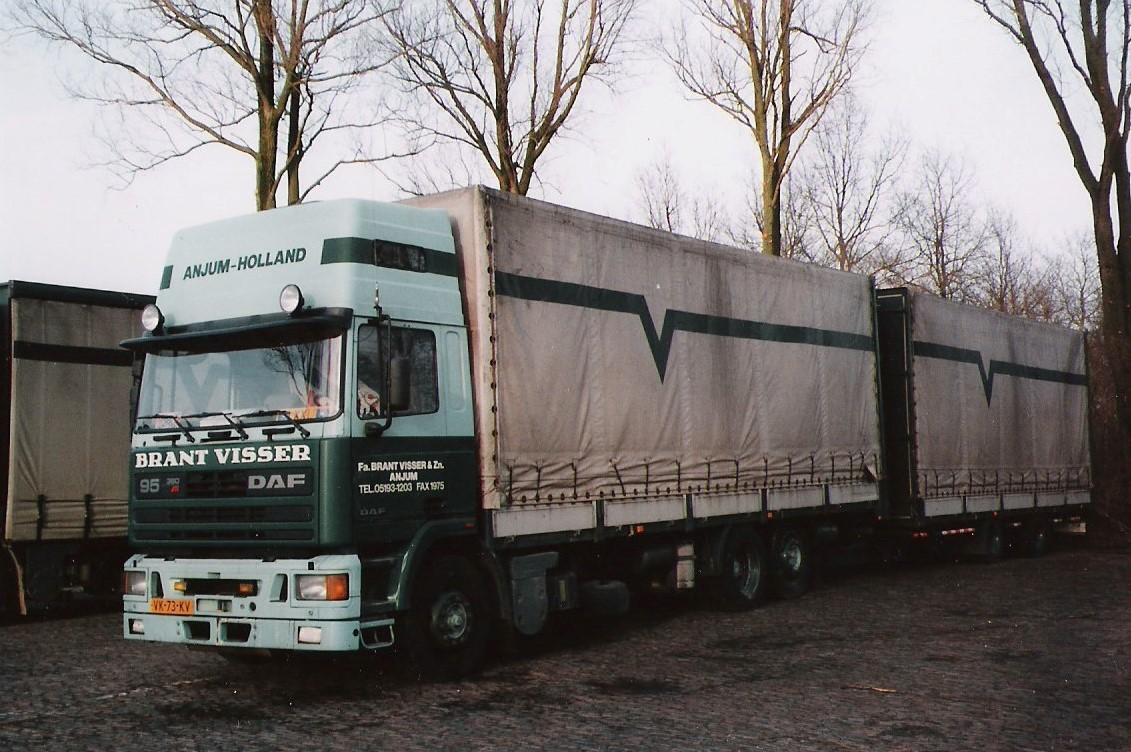 DAF-95-de-eerste-volume-wagen-chauffeur-S-Wiersma-en-J-F-v-d-Galien--bij-keulen-op-de-A3-verongelukt-