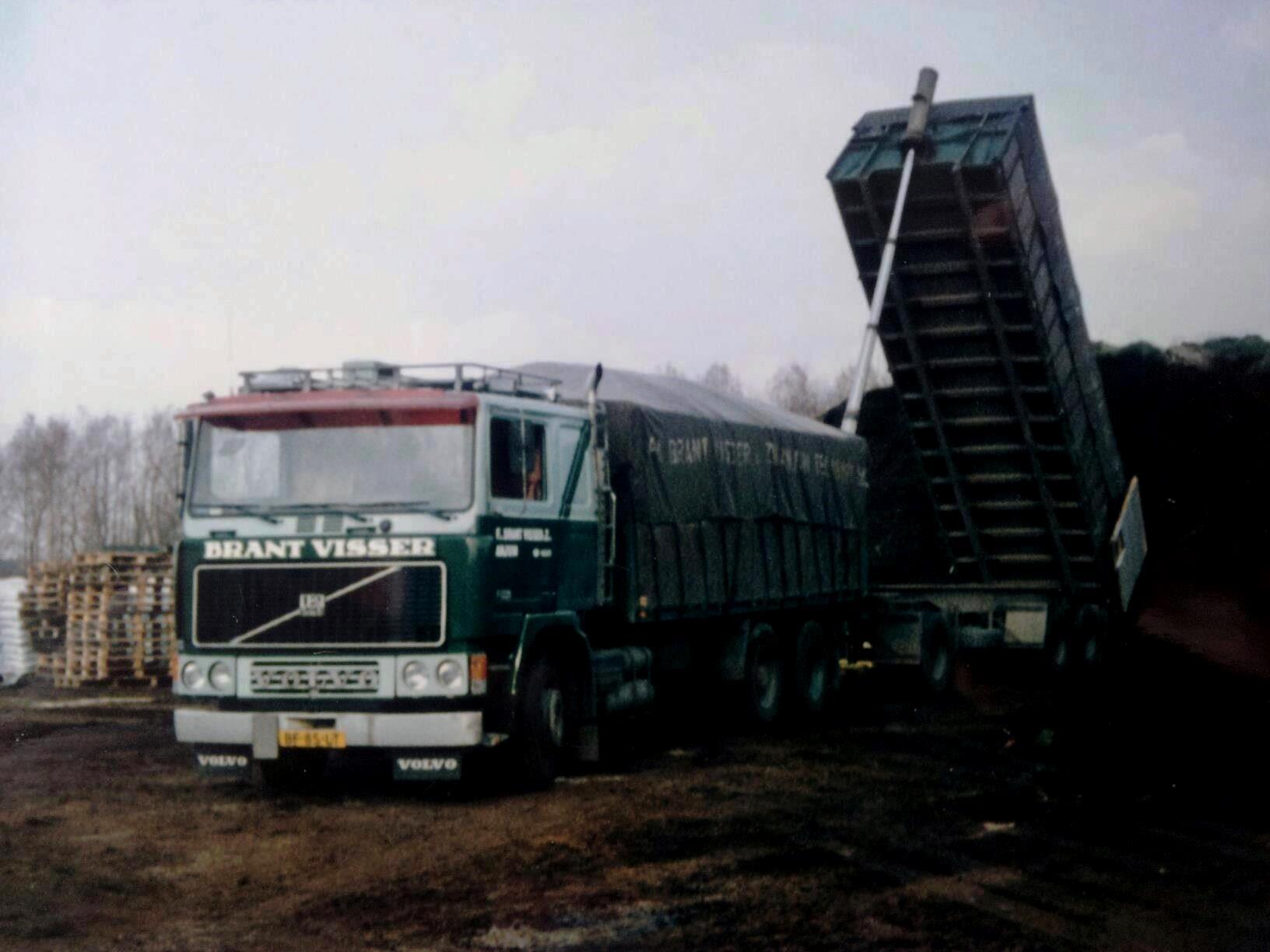 Volvo-F12--BF-85-LT-chauffeur-Brant-Visser-huidige-directeur