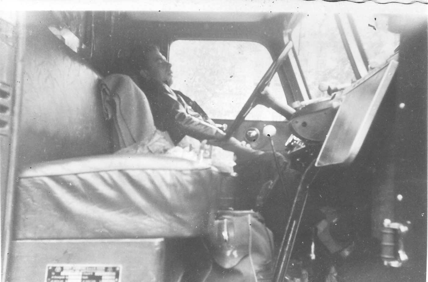Chauffeur-Schreurs-met-de-Mack-naar-Italie-1954-zo-werd-er-geslapen-onderweg--Carlos-Schreurs-foto